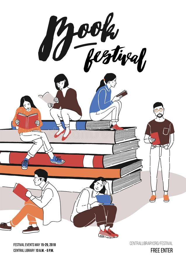 Gruppe junge Leute kleidete in der modischen Kleidung an, die auf Stapel von riesigen Büchern oder neben ihm und dem Ablesen sitz vektor abbildung