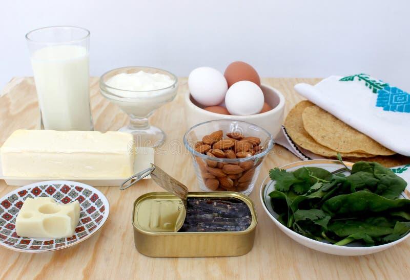 Gruppe Kalzium-reiche Nahrungsmittel stockfotografie