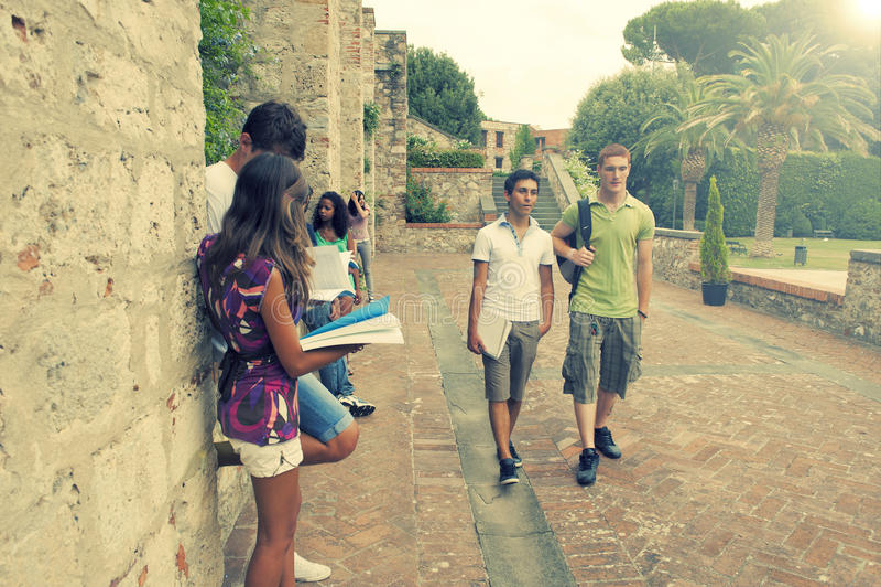 Gruppe Kursteilnehmer Pisa Italien lizenzfreie stockfotografie