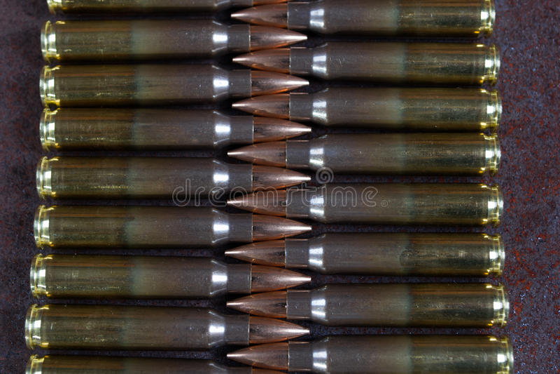 Gruppe Munition geometrisch gelegt in Reihen lizenzfreie stockfotografie