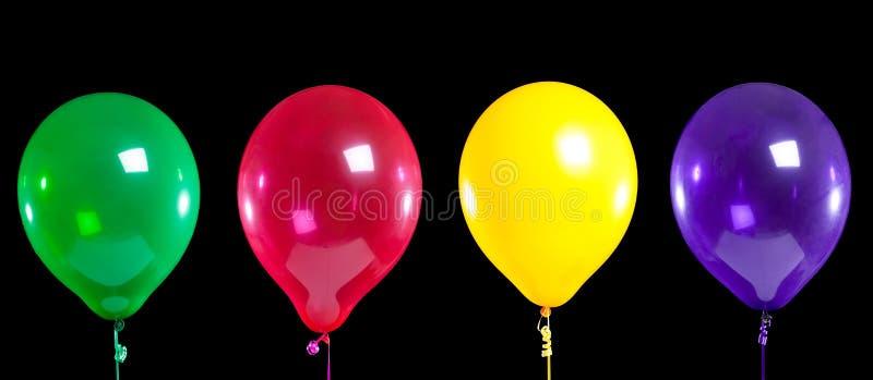 Gruppe Partyballone auf Schwarzem lizenzfreies stockfoto