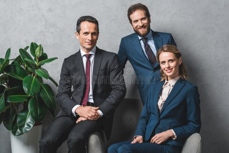 Gruppe Rechtsanwälte in den Klagen stockfotografie