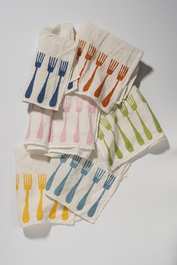 Gruppe Servietten mit bunten speisenden Gabel-Mustern stockbild