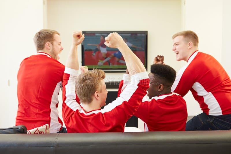 Gruppe Sport Fans Die Im Fernsehen Spiel Zu Hause