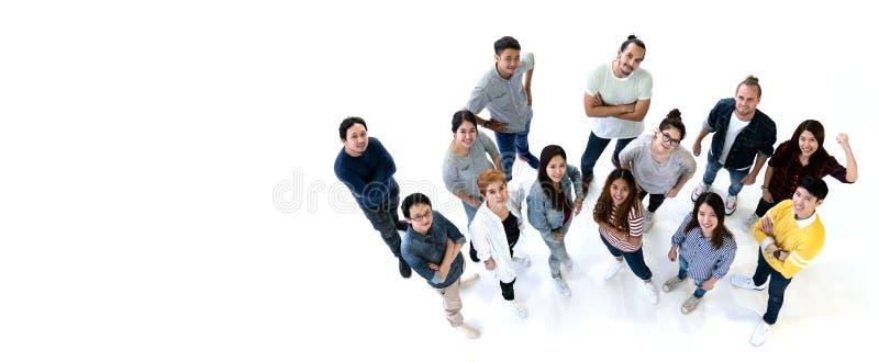 Gruppe Verschiedenartigkeits-Leute Team das Lächeln mit Draufsicht Ethniegruppe kreative Teamwork im zufälligen glücklichen Leben lizenzfreies stockfoto