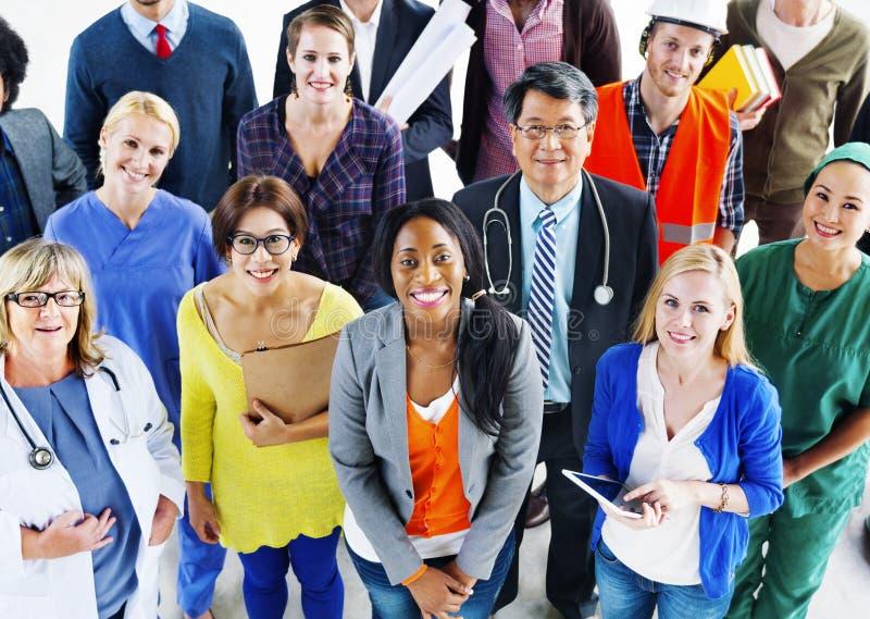 Gruppe verschiedene multiethnische Leute-des verschiedenen Jobkonzepts stockfoto