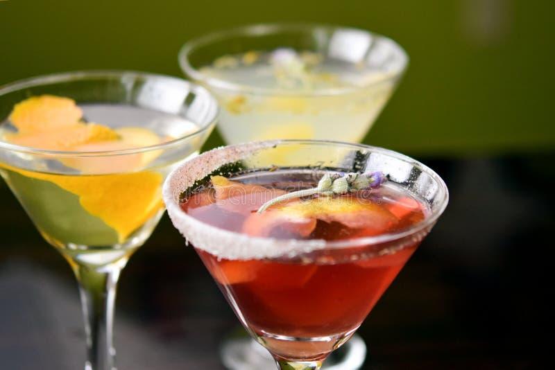 Gruppe von drei hochwertigen Martinis stockbilder