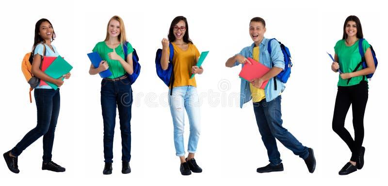 Gruppe von 5 kaukasisch und lateinamerikanische Studenten stockfotografie