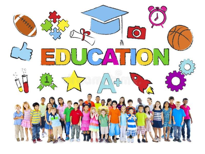 Gruppe von Kindern und von Bildungs-Konzept stockfoto