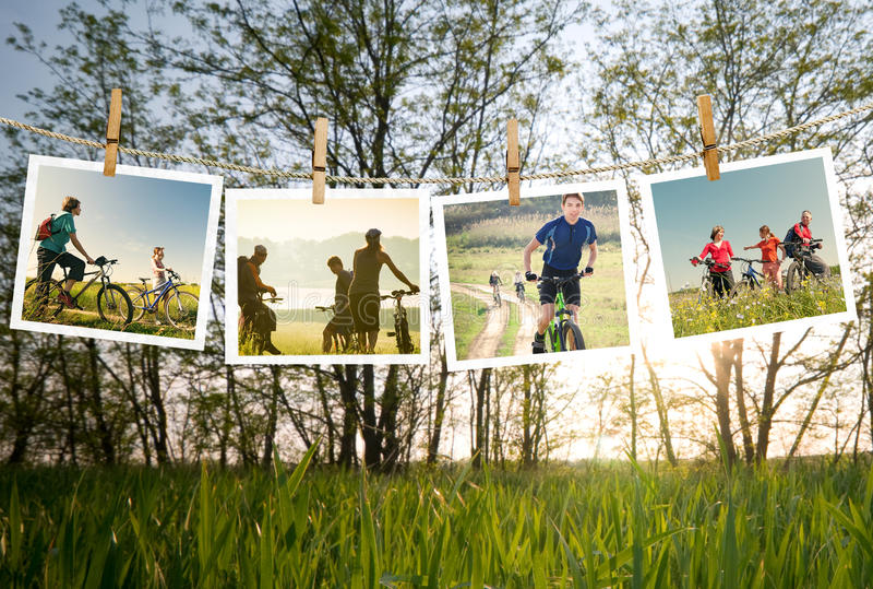 Gruppe von Personen, die draußen radfährt lizenzfreie stockbilder