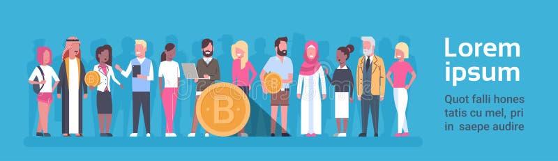 Gruppe von Personen, die goldenes Fahnen-modernes Netz-Geld-Digital-Schlüsselwährungs-Konzept Bitcoin horizontales hält lizenzfreie abbildung