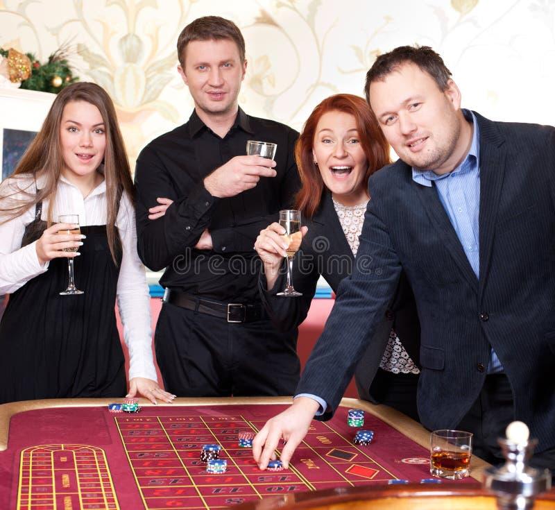 Gruppe von Personen im Kasino lizenzfreie stockfotografie