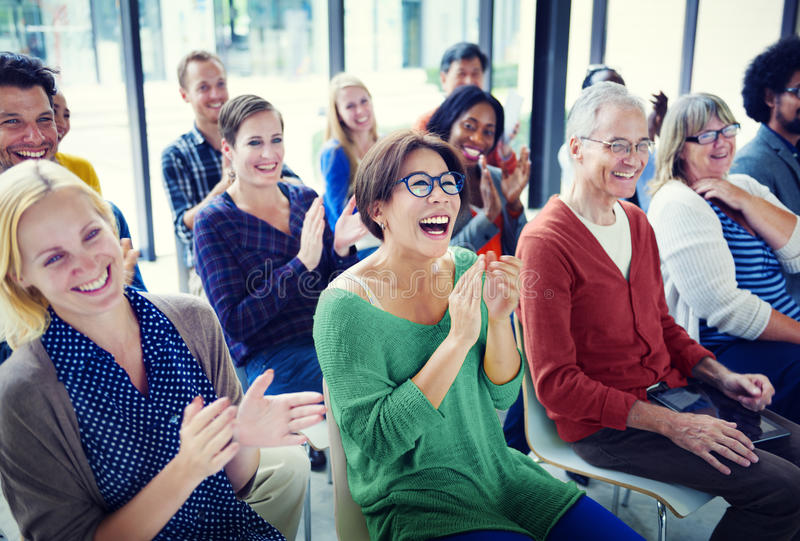 Gruppe von Personen im Seminar-Konzept stockbild