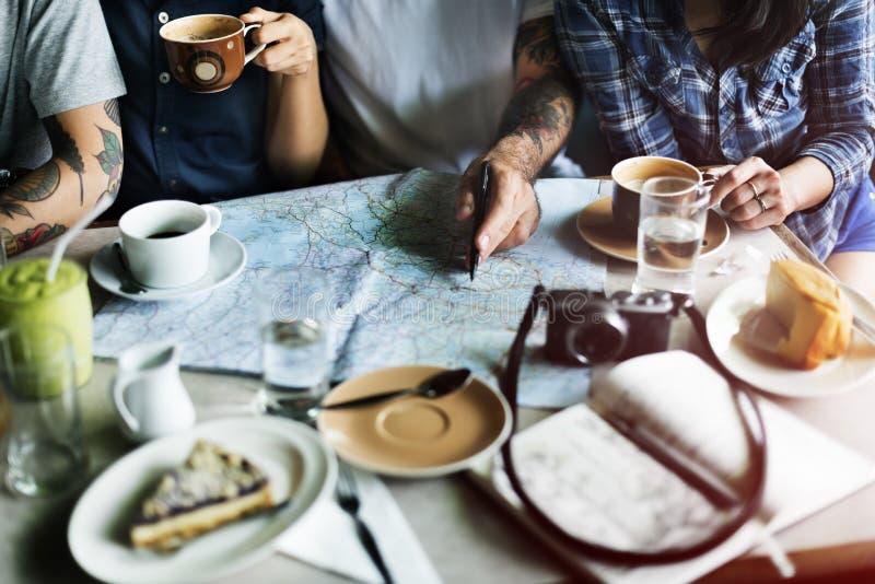 Gruppe von Personenen-trinkendes Kaffee-Konzept lizenzfreie stockfotografie