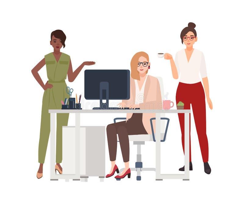 Gruppe weibliche Angestellte oder Manager im Büro - arbeitend an Computer, trinkender Kaffee, Arbeitsfragen besprechend karikatur stock abbildung