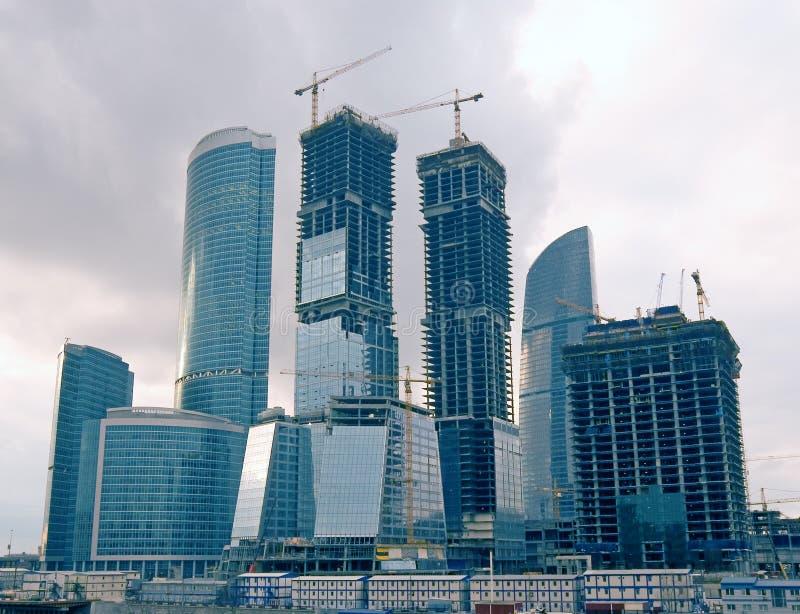 Gruppe Wolkenkratzer lizenzfreie stockbilder