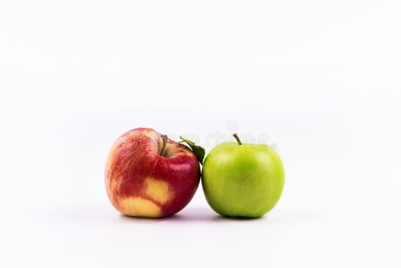 Gruppen av äpplet bär frukt på en vit bakgrund royaltyfria bilder