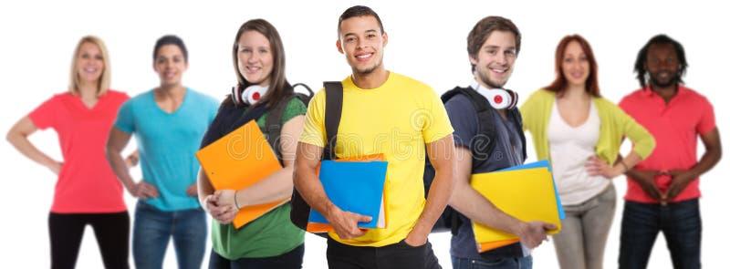 Gruppen av för studenthögskolestudentungdomar studerar utbildning som ler lyckligt som isoleras på vit arkivfoto