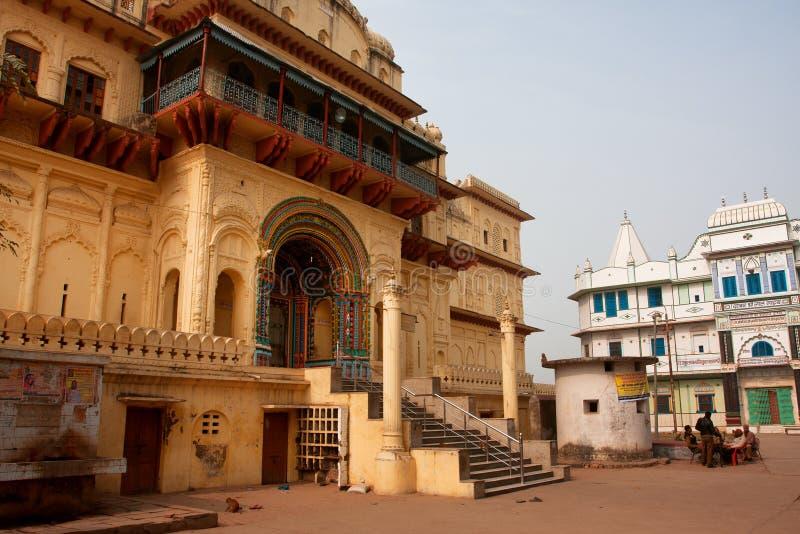 Gruppen av indiska poliser bevakar den guld- templet royaltyfri bild