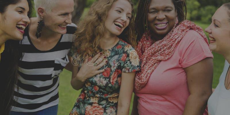 Gruppen av kvinnor umgås teamworklyckabegrepp royaltyfri fotografi