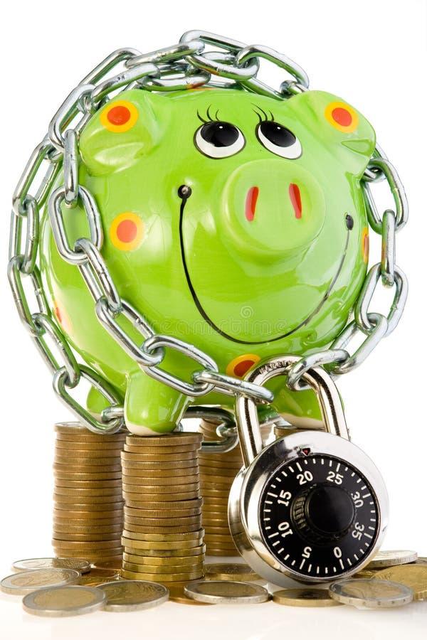 gruppen coins låst piggy arkivbilder