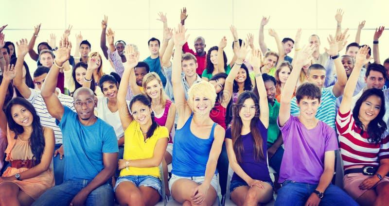 Gruppen-Leute-Mengen-Zusammenarbeits-Vorschlag zufällige mehrfarbige Co lizenzfreie stockfotos