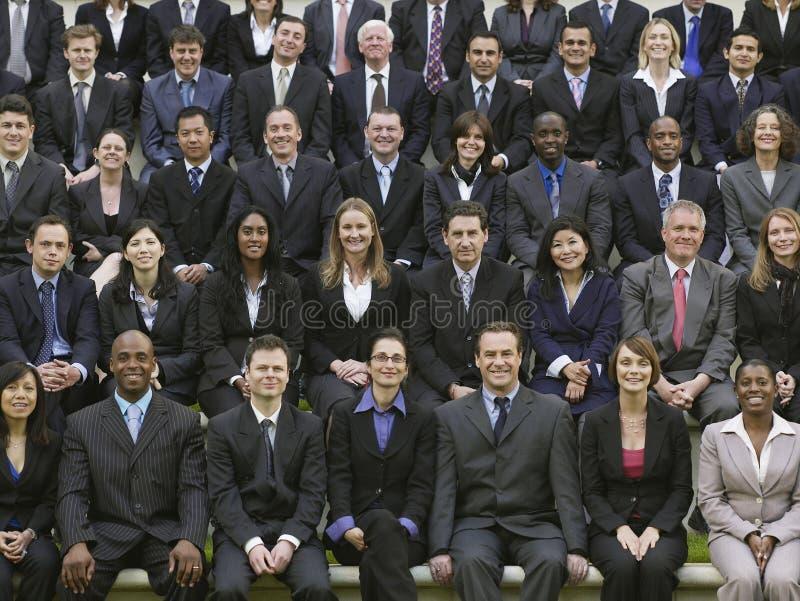 Gruppen-Porträt von multiethnischen Wirtschaftlern lizenzfreies stockfoto