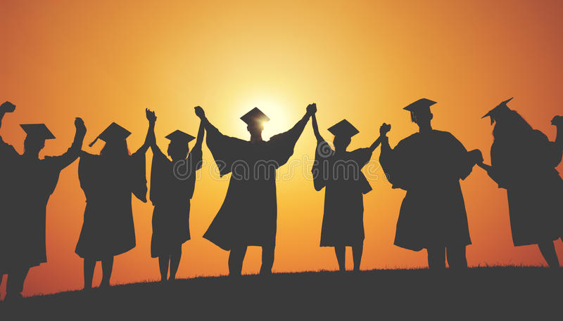 Gruppen-Studenten-Hände hoben Staffelungs-Schattenbild-Konzept an lizenzfreie stockfotografie