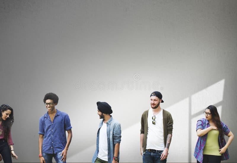 Gruppen-verschiedenes Studenten-Leute-Wand-Konzept lizenzfreie stockfotografie