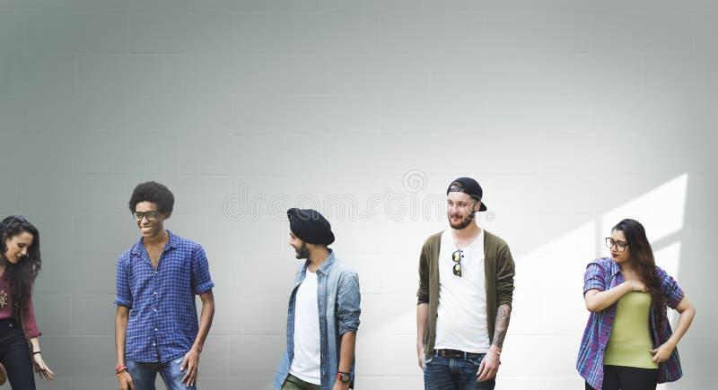 Gruppen-verschiedenes Studenten-Leute-Wand-Konzept lizenzfreies stockfoto