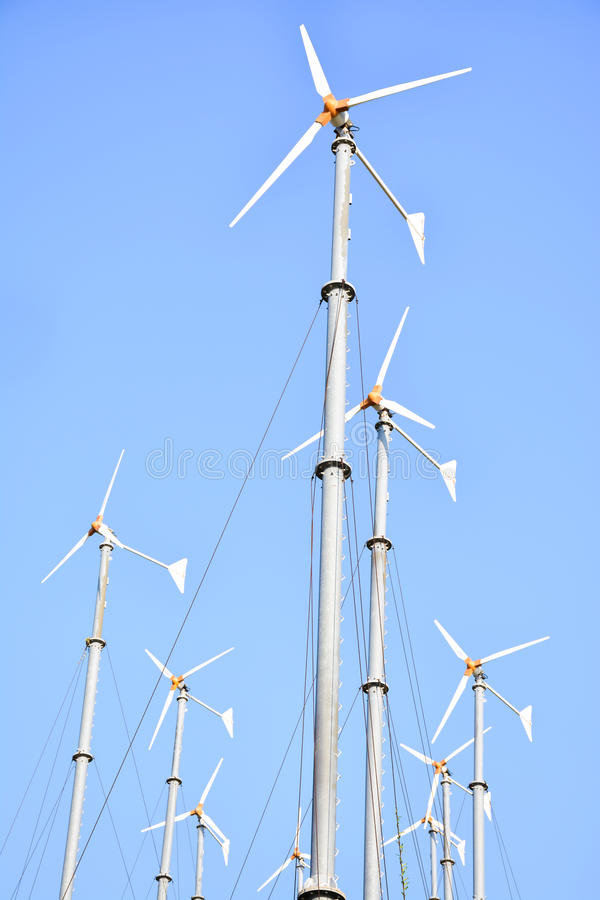 Gruppen-Windmühlen lizenzfreies stockbild