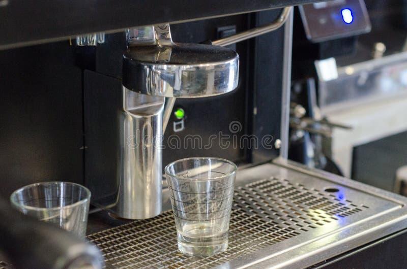 Gruppenanführerkaffeemaschine lizenzfreie stockbilder