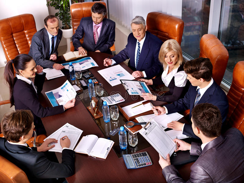 Gruppengeschäftsleute im Büro stockfotos