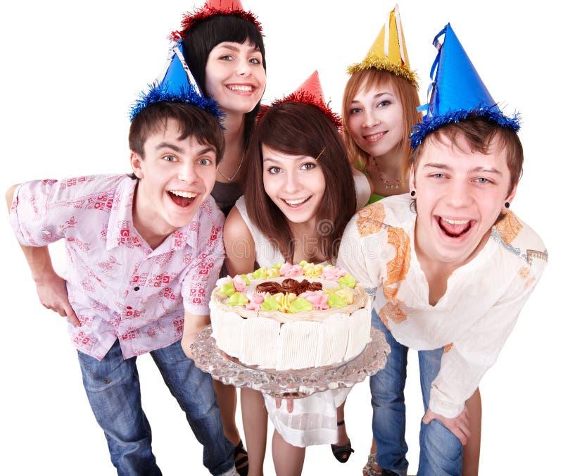Gruppenleute im Partyhut essen Kuchen. lizenzfreies stockbild