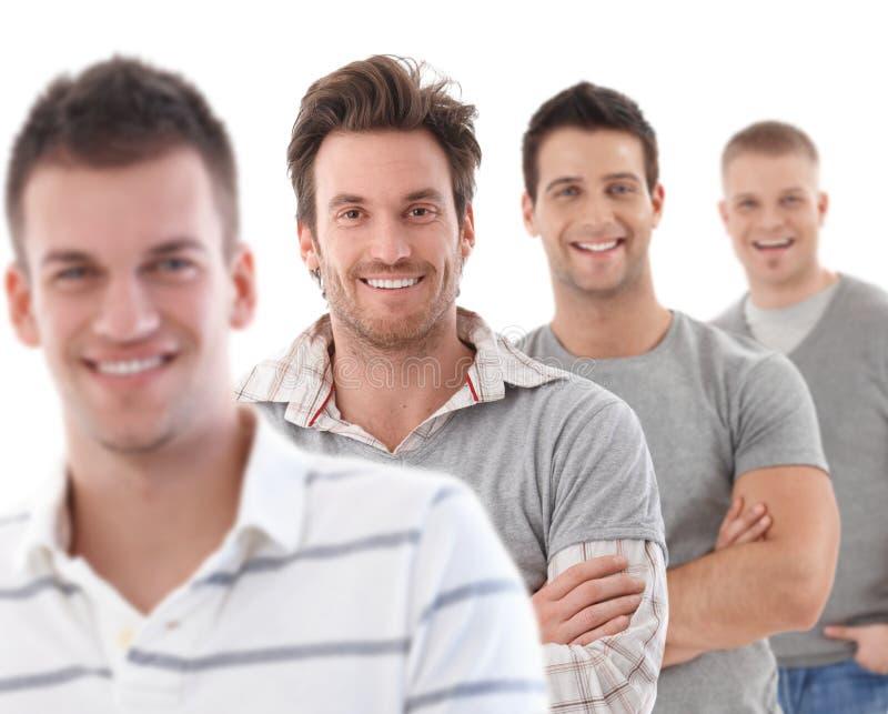 Gruppenportrait der glücklichen jungen Männer lizenzfreie stockfotos