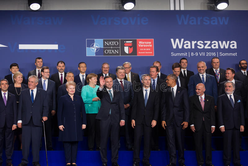Gruppera fotoet av deltagare av NATO-toppmötet i Warszawa arkivbild