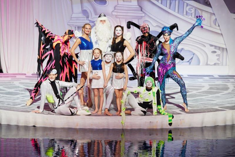 Gruppera ståenden av huvudsakliga hjältar av den musikaliska anblicken royaltyfri bild
