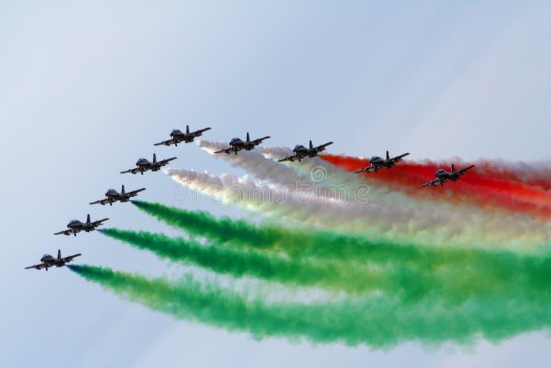 Gruppo acrobatici italiano Frecce Tricolori di dimostrazione fotografie stock libere da diritti