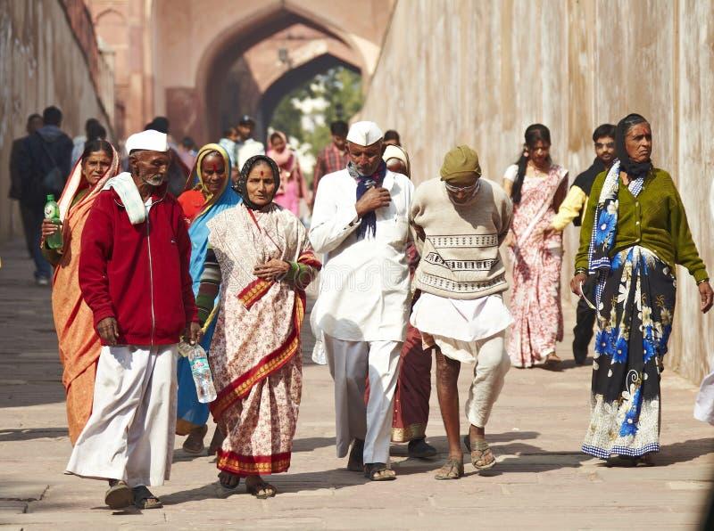 Gruppo ambulante di gente indiana fotografia stock libera da diritti
