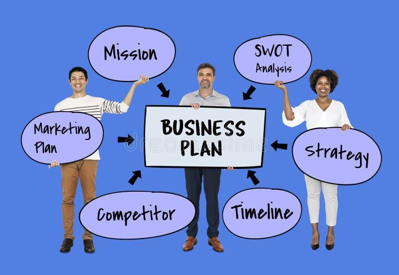 Gruppo con un business plan fotografia stock libera da diritti