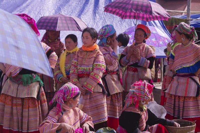 Gruppo dei womenâs di Hmong del fiore fotografia stock