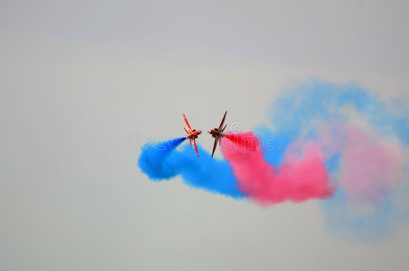 Gruppo dell'esposizione di RAF Red Arrows in volo immagini stock libere da diritti