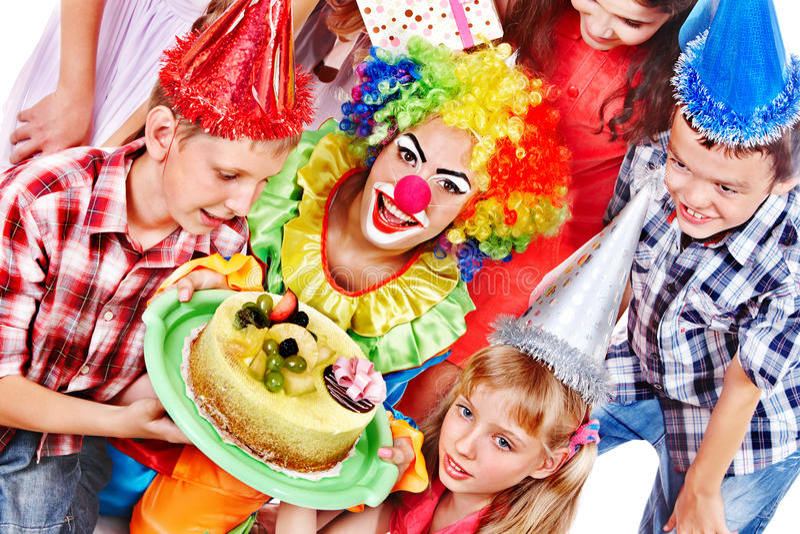 Gruppo della festa di compleanno di bambino con il dolce. fotografie stock