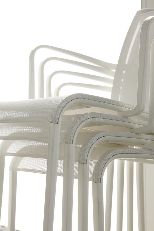Gruppo delle sedie bianche immagine stock