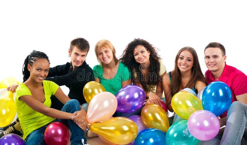 Gruppo di adolescenti felici su bianco fotografia stock libera da diritti