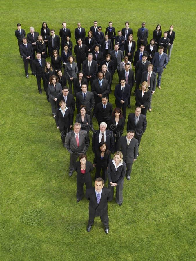 Gruppo di affari nella formazione del triangolo immagine stock libera da diritti