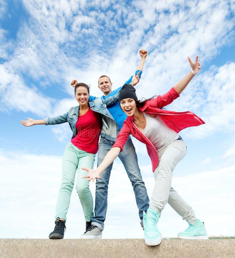 Gruppo di ballare degli adolescenti fotografie stock libere da diritti