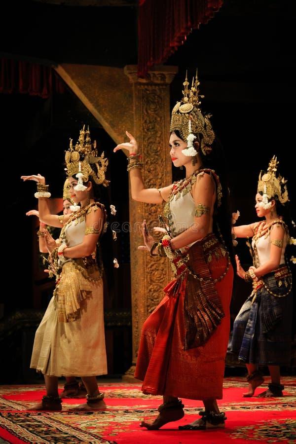 Gruppo di ballerini classici khmer in Cambogia immagini stock libere da diritti