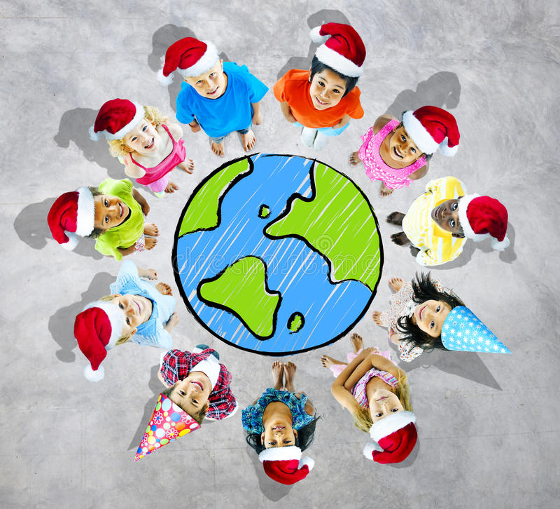 Gruppo di bambini allegri intorno al mondo illustrazione di stock