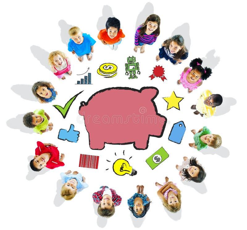 Gruppo di bambini e di concetto di risparmio fotografia stock